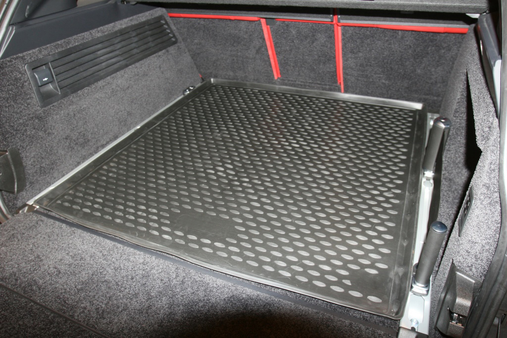 Land Rover Range Rover 2015-Present SUV (with trunk rails) TPE Boot Liner